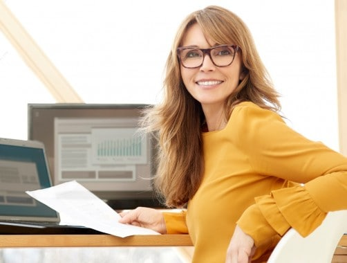 woman checking for a free credit score on laptop