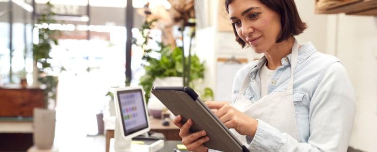 woman working on her offline business online