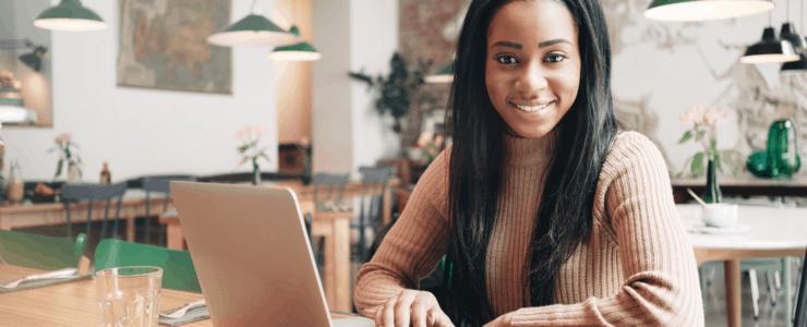 woman freelance working on laptop